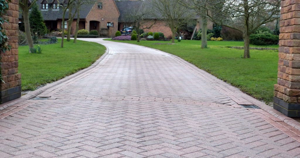 Driveway and patio cleaning rutland driveway cleaning for Driveway cleaning companies